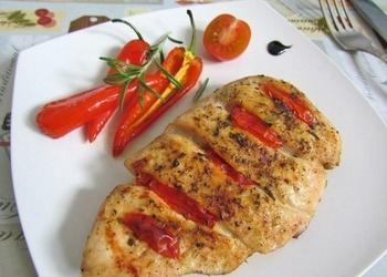 Krāsnī cepta liesa vistas fileja ar tomātiem