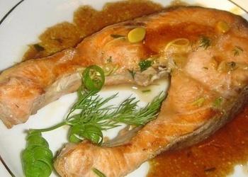 Лосось с соевым соусом и овощами
