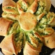 Пирoг с сырoм и зеленью