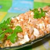 Kūpinātas vistas gaļas salāti ar sēnēm un kausēto sieru