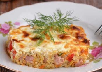 Rīsu sacepums ar sieru un šķiņķi