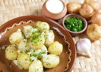Kartupeļi ar sviestu un biezpienu