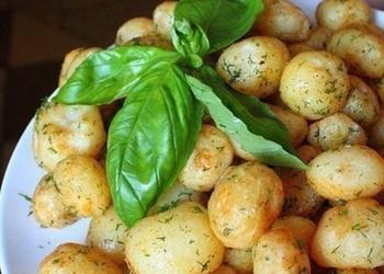 Vienkārši krāsnī cepti kartupeļi