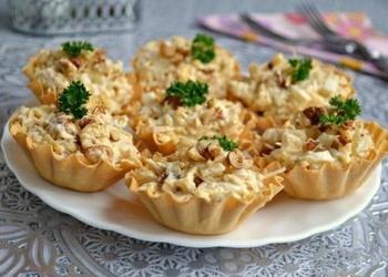 Vistas filejas un ananāsu salāti mīklas groziņos