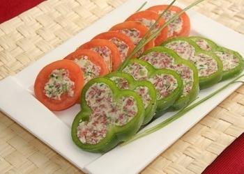Pildīti tomāti un paprikas