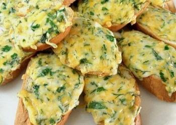 Karstmaizītes ar sieru un zaļumiem