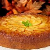 Ābolu kūka ar augļiem un ogām