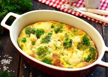 Ziedkāpostu, brokoļu sacepums ar sieru