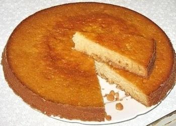 Biskvīta kūka ar iebiezināto pienu