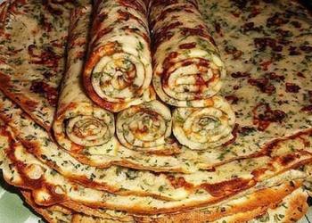 Pankūkas ar sieru un zaļumiem