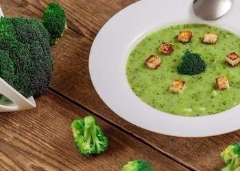 Brokoļu biezzupa ar baltmaizes grauzdiņiem