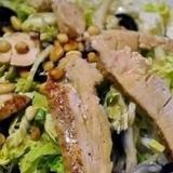 Салат из пекинской капусты с овощами и грудкой