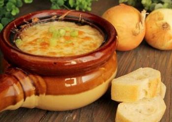 Sīpolu zupa ar sieru