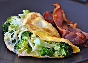 Omlete ar brokoļiem un papriku