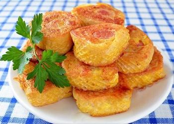 Cīsiņi ar kartupeļu biezeni vafelēs