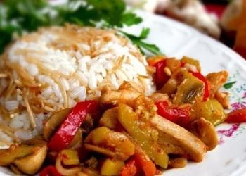 Vistas gaļa ar dārzeņiem, sēnēm un rīsiem turku gaumē