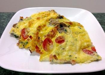 Krēmsiera omlete ar bekonu