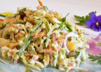 Krabju gaļas salāti ar dārzeņiem