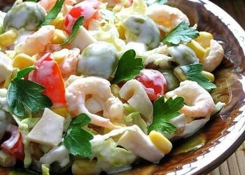 Garneļu salāti ar ķirštomātiem un lapu salātiem