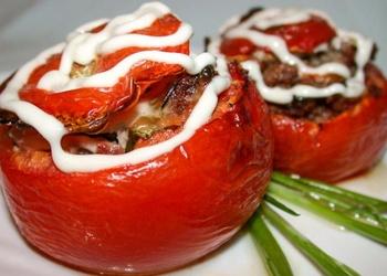 Ar gaļu un rīsiem pildīti tomāti