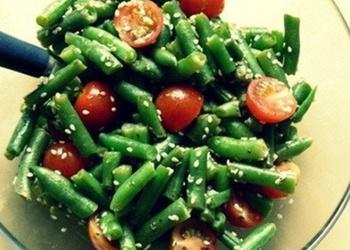 Zaļo pākšu pupiņu siltie salāti