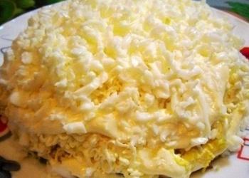 Kūpinātas vistas salāti ar kausēto sieru