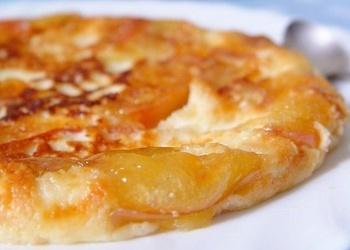 Biezpiena omlete ar karamelizētiem āboliem
