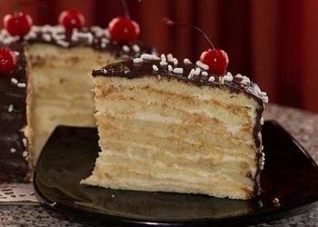 Iebiezinātā piena torte ar saldo krējumu