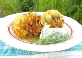 Ar liellopa gaļu un dārzeņiem pildīta paprika