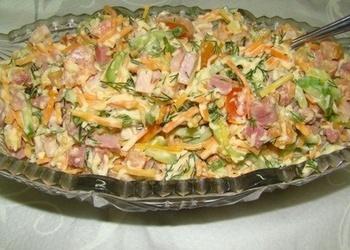 Liellopu gaļas salāti ar dārzeņiem un sieru