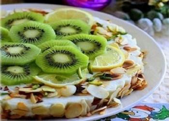Neceptā jogurta – kivi kūka ar akāciju medu