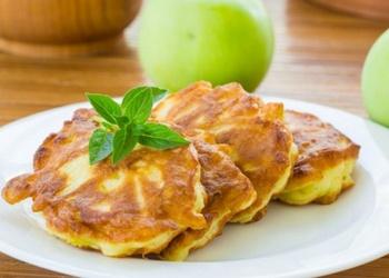 Kefīra mīklas plāceņi ar āboliem