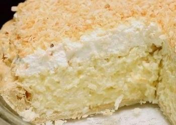 Kokosriekstu pīrāgs ar saldo krējumu