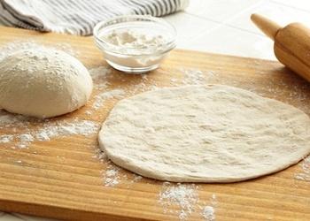 Kā pagatavot picas mīklu