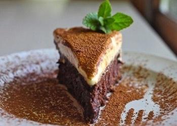Šokolādes kūka ar baltās šokolādes krēmu