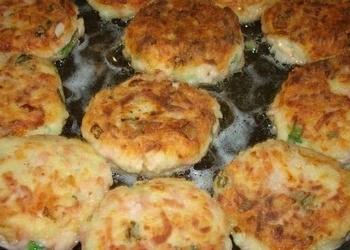 Vārītu kartupeļu, siera, šķiņķa plācenīši