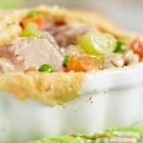 Vistas gaļas pīrāgs ar dārzeņu miksu
