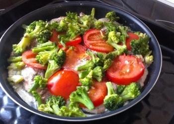Lasis ar brokoļiem un tomātiem