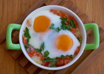 Olas ar rīsiem tomātu mērcē