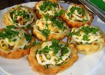 Kārtainās mīklas groziņi ar vistu un sieru