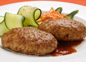 Vistas gaļas kotletes ar saldā krējuma-valriekstu