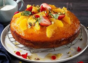 Jogurta torte ar apelsīnu sīrupu
