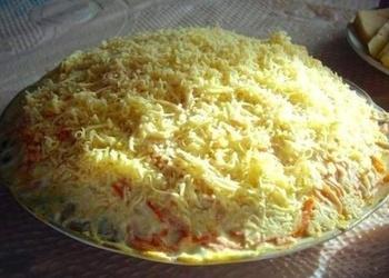 Korejas burkānu salāti ar vistas gaļu, sieru un šampinjoniem
