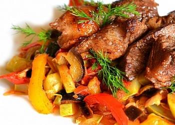 Teļa gaļa ar rīsiem un dārzeņiem