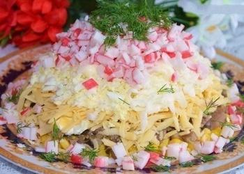 Krabju nūjiņu salāti ar sēnēm