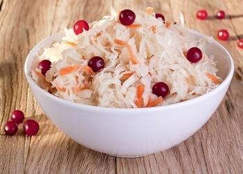 Svaigu kāpostu un dzērveņu salāti ziemas krājumiem