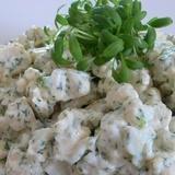Ziedkāpostu salāti ar zilo sieru un riekstiem