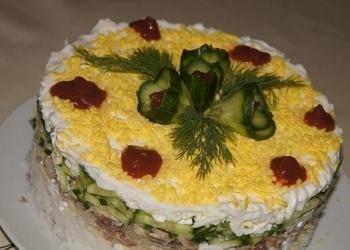 Tunča salāti ar sieru un gurķiem