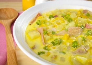 Kūpinātas vistas zupa ar kukurūzu