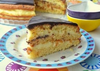 Biskvīta kūka ar piena krēmu